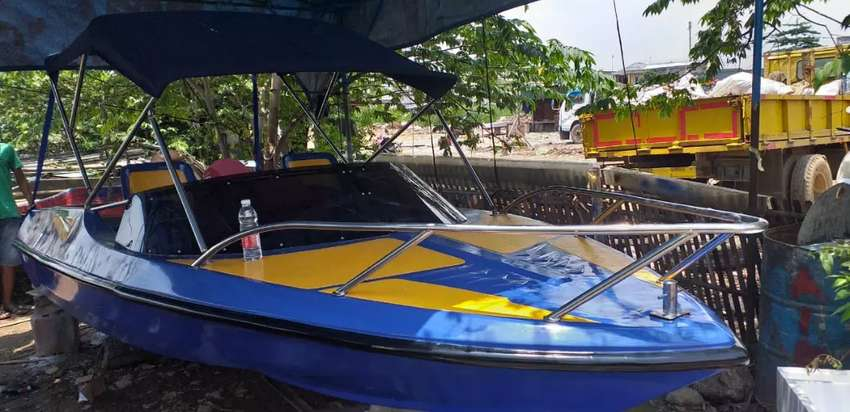 Speed boat fiberglass 5 meter penarik banana boat atau patroli 0