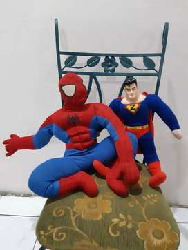 Boneka spiderman dan superman