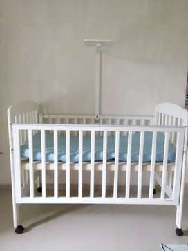 Box bayi warna putih