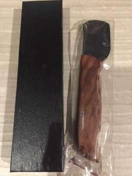 Ceramic curved skiving knife