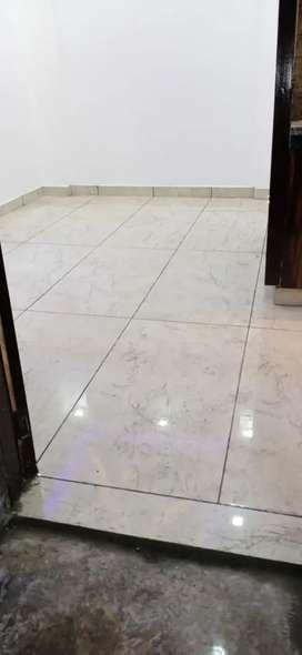 2bhk vantilated floor available in mohan garden