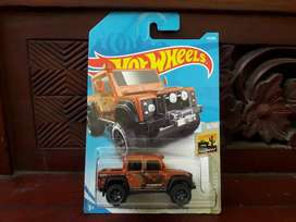 Hot wheels Hotwheels Land rover defender double cab  Camo