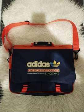 Tas Adidas muat laptop 13-15inch keren banget