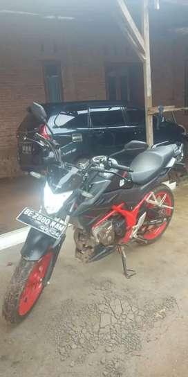 Dijual sepeda motor Honda CB150R StreetFire hitam merah
