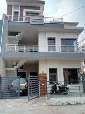 2 bhk first floor for rent in boys family ND girls in kharar
