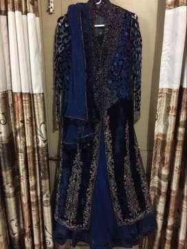 a beautiful formal royal blue dress.. has a full