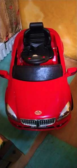 Kids battery car with remote control