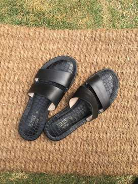 Extremely soft and comfortable stylo slides in good condition