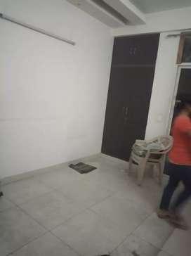 Urgent rent out 1 bhk with lift indirapuram gzb