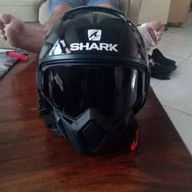 Shark hurok helmet