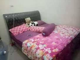 Tempat tidur 1 set lemari dan meja rias