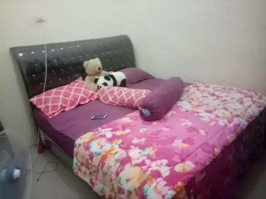 Tempat tidur 1 set lemari dan meja rias 0