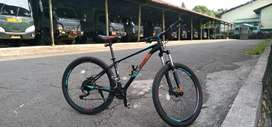 Sepeda Polygon xtrada 5  + helm Limar ori
