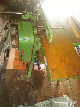 Carpentry plaining machine