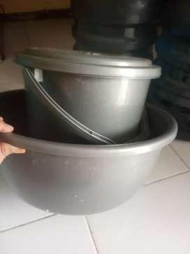 Dijual Cepat Ember + tutup dan ember kecil