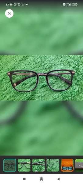 Kacamata Ted Baker