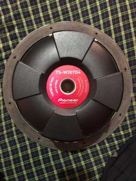 Pioneer 1200 watts spl subwoofer