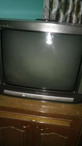 L.lg TV Multiple Golden eye very good in condition