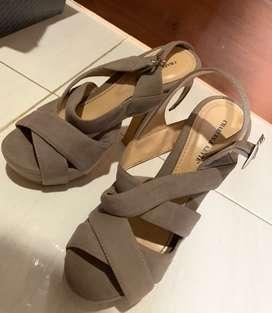 Sepatu hak tinggi merek charles&keyte