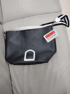 Handbag goblin