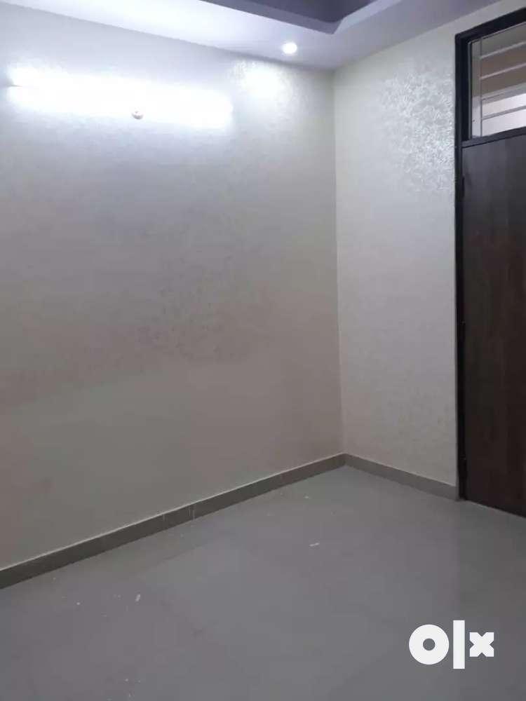 2 bhk, 700 sqft flat for sale in vasundhara sec 14 near connectivity