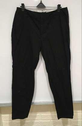 Celana cowok merek forever 21 warna hitam