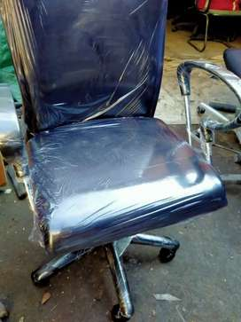 Office chairs total 5 chairs