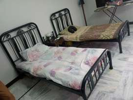2 single bed and wall dressing