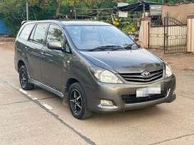 Toyota Innova 2.5 G4 8 STR, 2010, Diesel
