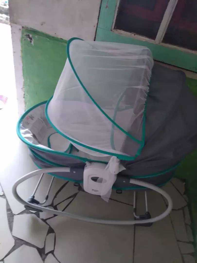 Chocolate 5in1 rocker and basinet