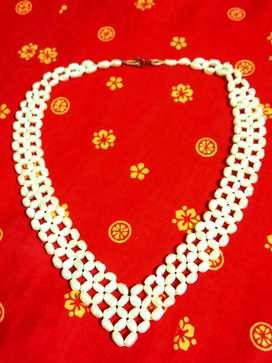 Pearl neckles, women