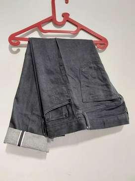 Celana uniqlo selvedge size 32