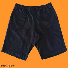 Celana pendek merk uniqlo ukuran L second