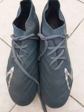 Sepatu Sepakbola Specs Swervo Galactica