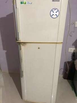 Samsung two door fridge 265litres 20 years old