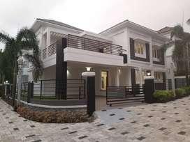 Kakkanad near infopark 4km gated villa 5.5cent 2300sqt  1.10cr