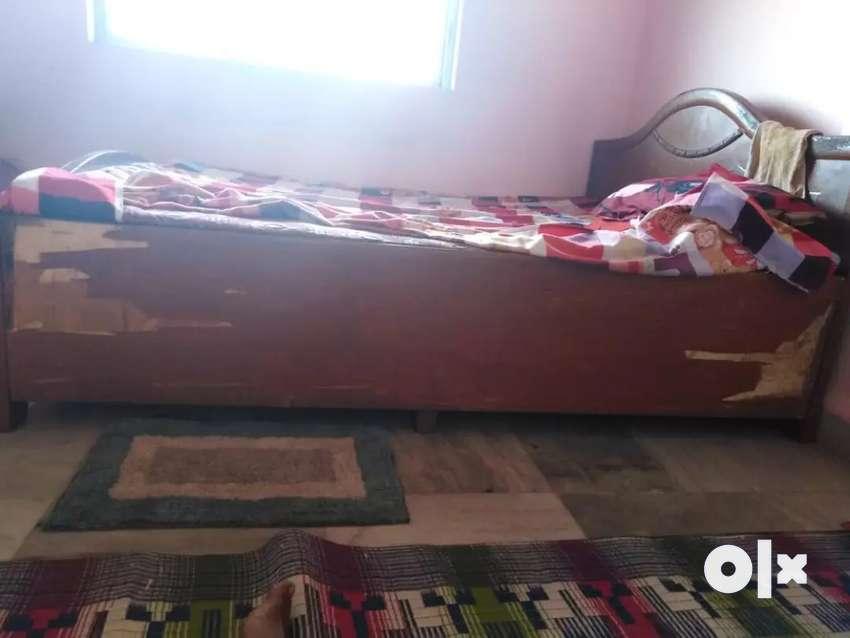 Queen size wooden bed 0