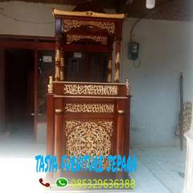 Mimbar khutbah ulir dua kayu jati