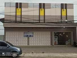 Disewakan Kios Bangunan Baru, Parkiran Luas,