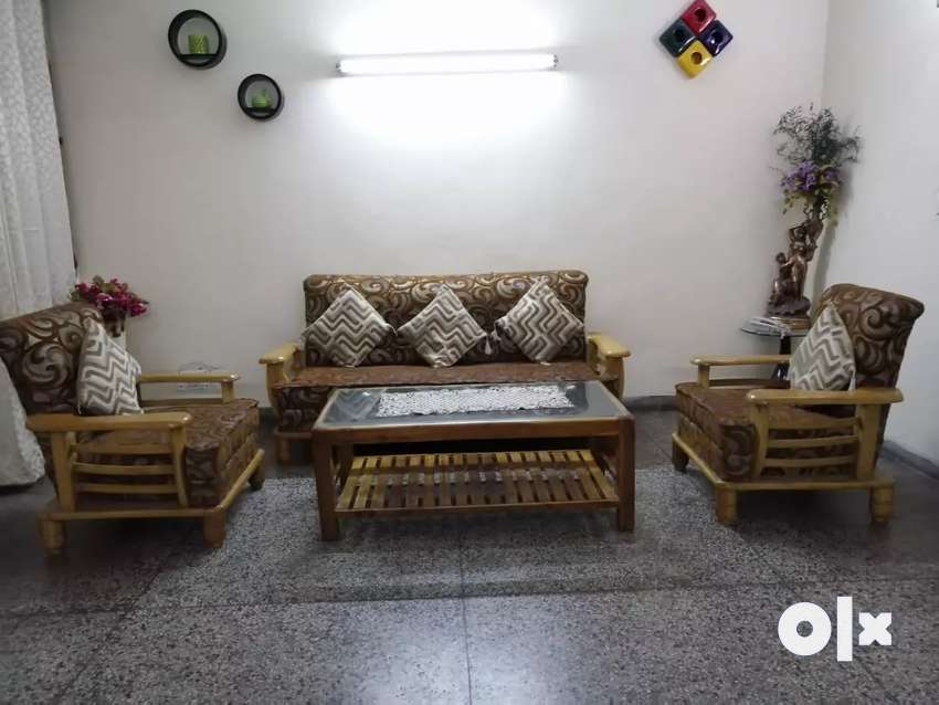 Sofa set with centre table 0