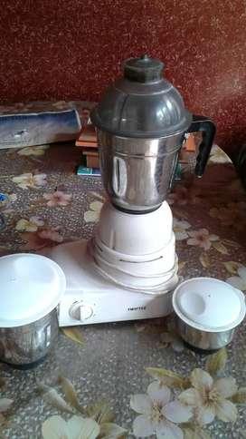Mixture grinder