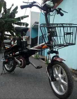 Sepeda Listrik santai merk SELIS warna coklat hitam.aki good.mesin ok