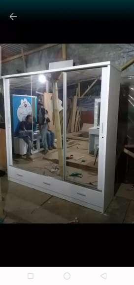 Lemari pintu 3 sleding Berlaci bawah Kaca Cermin. Pembayaran Bisa COD