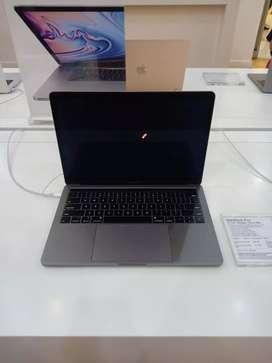 Credit macbook pro 13 inci dengan touch bar garansi iBox