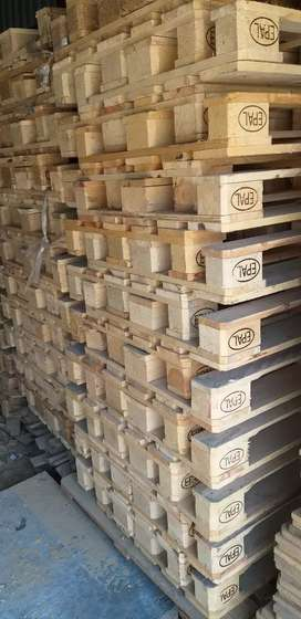 Wooden pallets and plastic pallets pallet