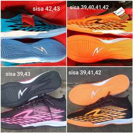 Sepatu futsal boots