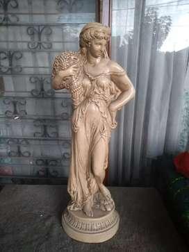 Patung wanita traditional eropa