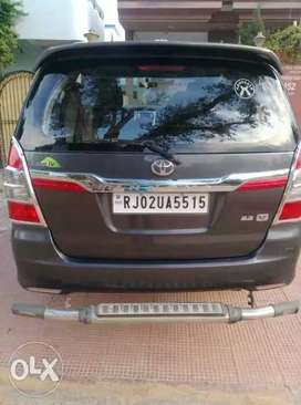 Toyota Innova 2.5 v diesel 34000 Kms driven and model of  2015 year