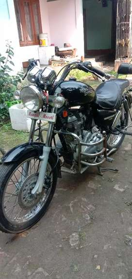 Royal Enfield Thunderbird for sale. In good and runnung condition.