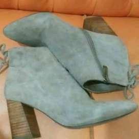 Spatu boots bludru